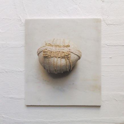 Sans titre. lin et pierre sur toile - 25 x 25cm - 2016